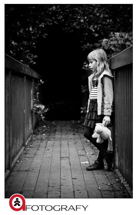 Black-and-white-children-portrait-photographer-in-Scotland,-Edinburgh