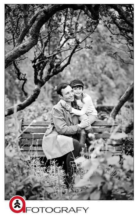 Family-outdoors-portrait-photo-studio-in-Edinburgh