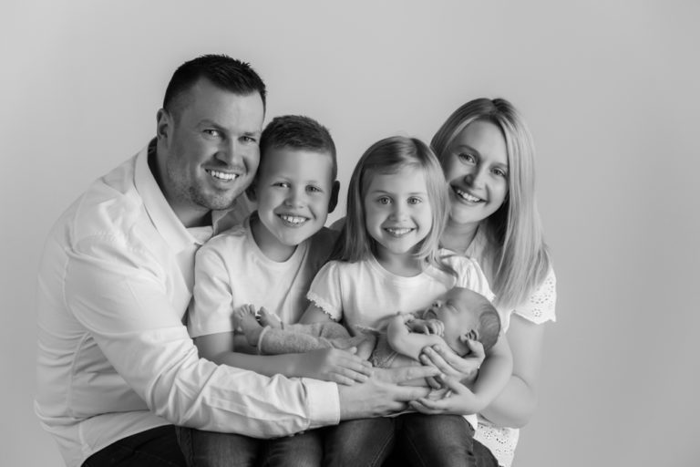 What to wear for Black and White family photos guide 3