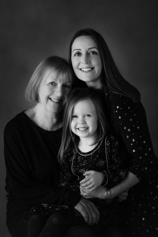 What to wear for Black and White family photos guide 13