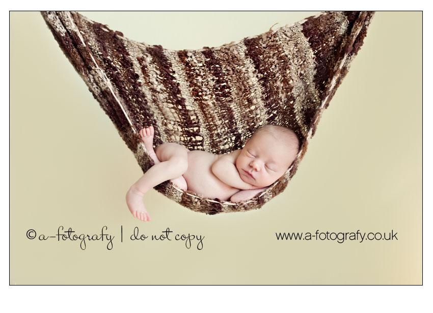Newborn-photography-posing-tricks-using-sling