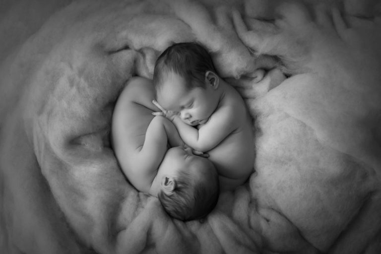 Newborn Twins Photography poses, tips and ideas 4