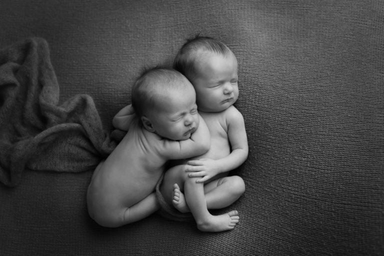 Newborn Twins Photography poses, tips and ideas 6