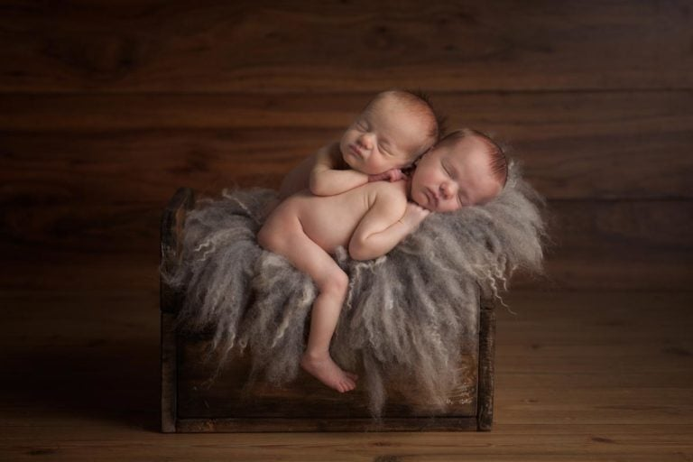 Newborn Twins Photography poses, tips and ideas 7