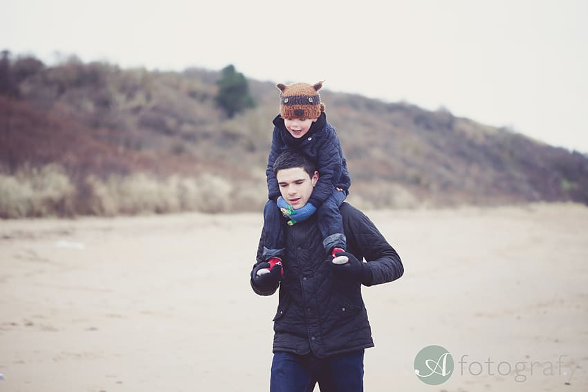 Professional family photos of Allsopps on Gullane beach 24