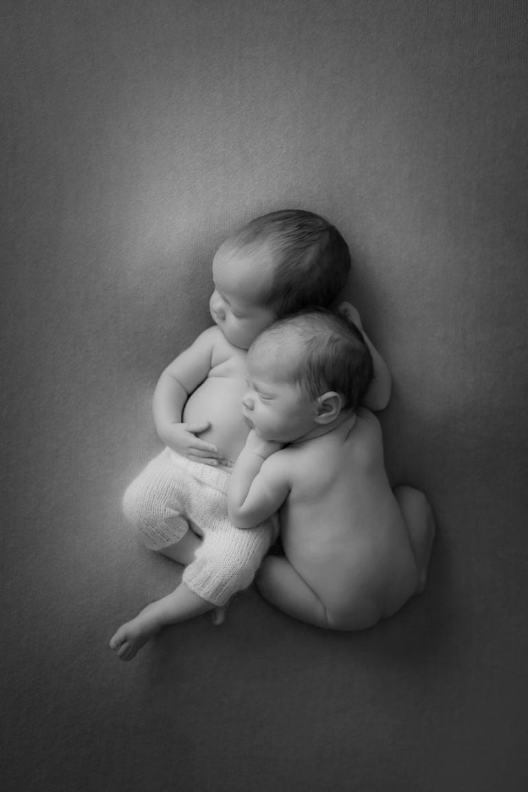 Newborn Twins Photography poses, tips and ideas 15