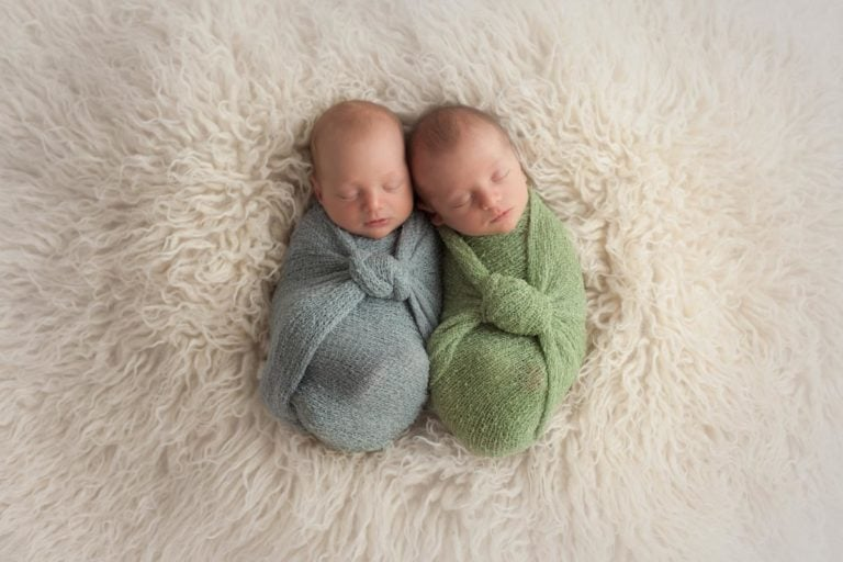 Newborn Twins Photography poses, tips and ideas 14