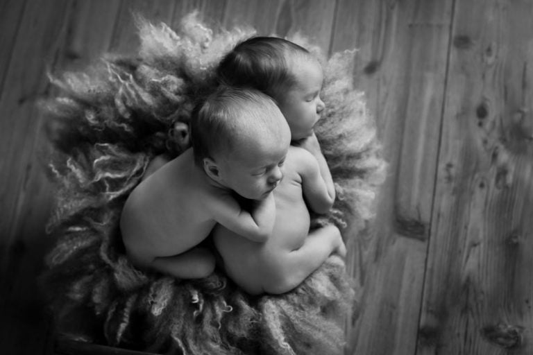 Newborn Twins Photography poses, tips and ideas 21