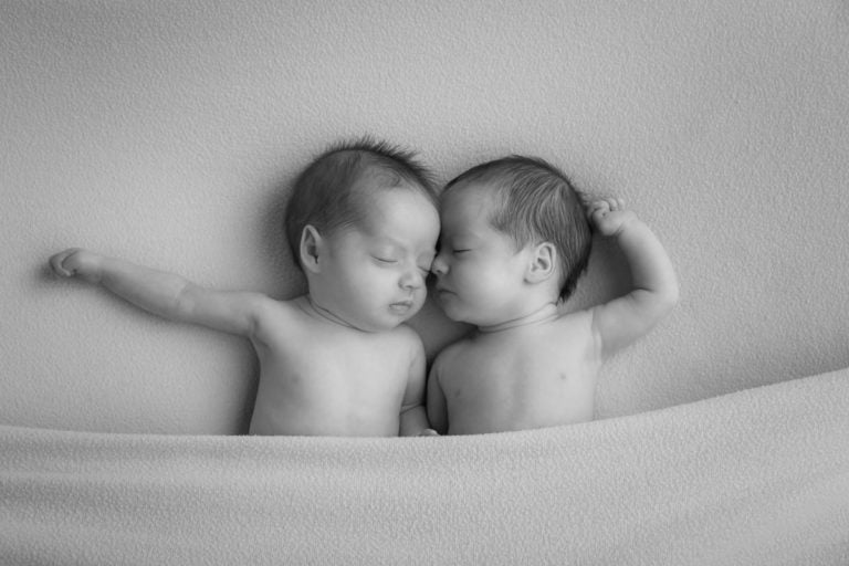 Newborn Twins Photography poses, tips and ideas 17