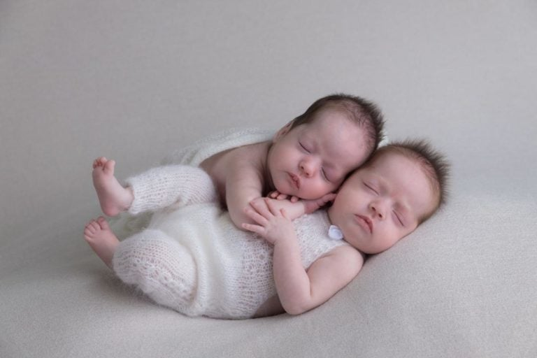 Newborn Twins Photography poses, tips and ideas 16