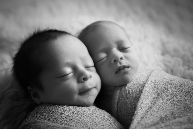 Newborn Twins Photography poses, tips and ideas 43