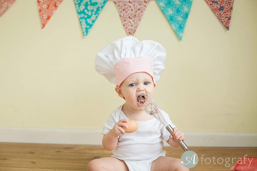 Entertaining baby cake smash photo session with Mila-Rose 73