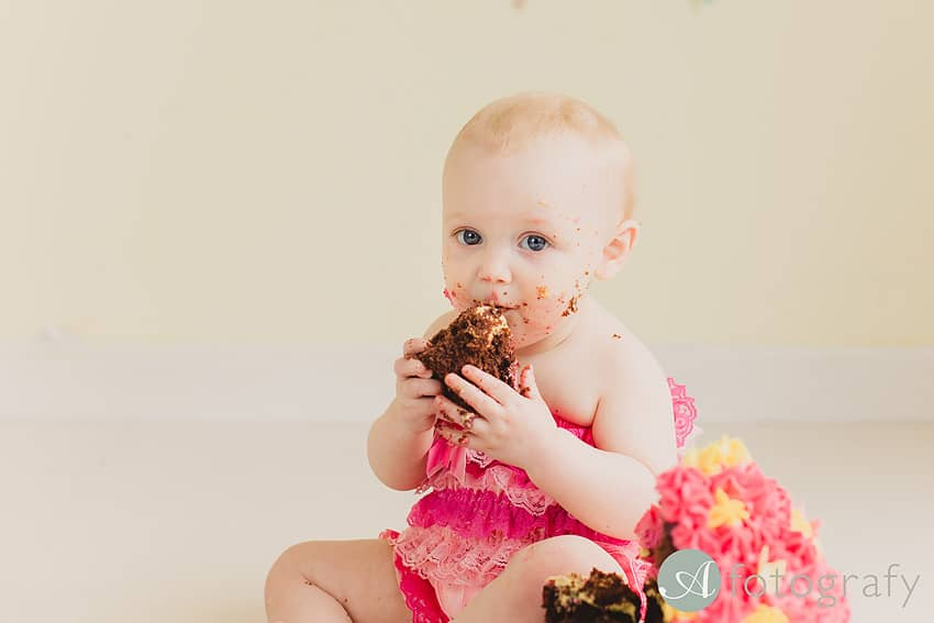 birthday cake smash photo session Edinburgh