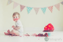 Messy cake smash photography session with Amy 2