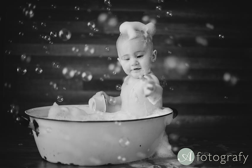 baby bath bubble photo session
