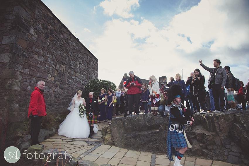edinburgh castle wedding photography -011