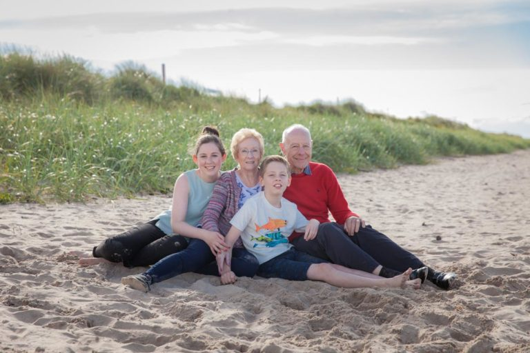 Family portraits on the beach Guide 17