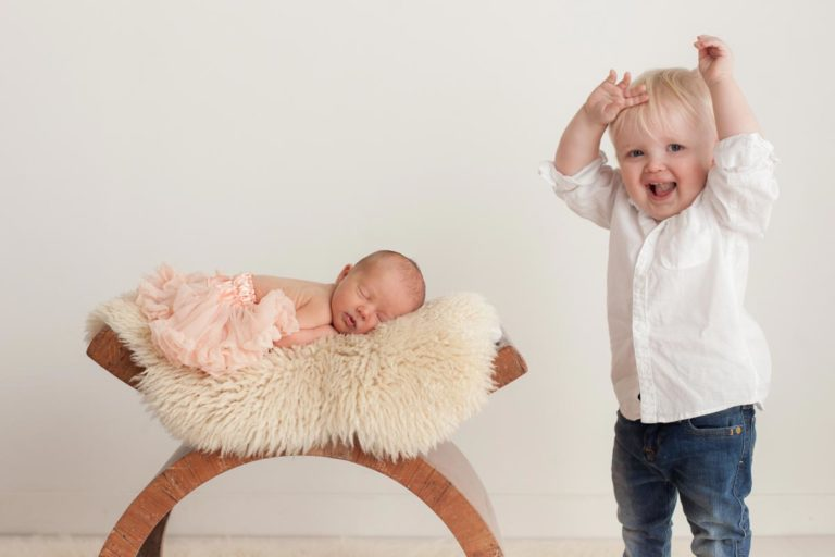 Sibling photos with newborn baby How-To Guide 12