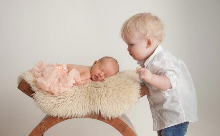 Sibling photos with newborn baby How-To Guide 13