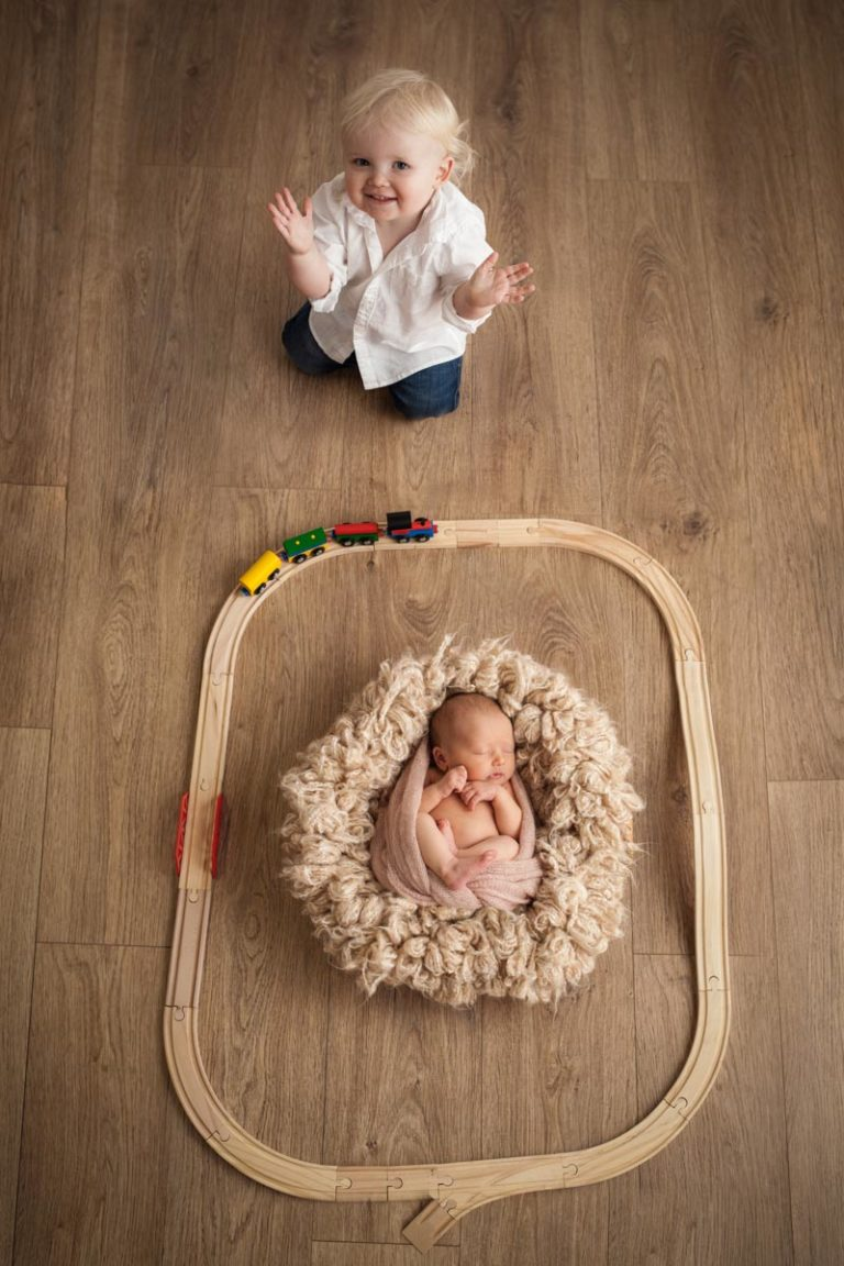 Sibling photos with newborn baby How-To Guide 15