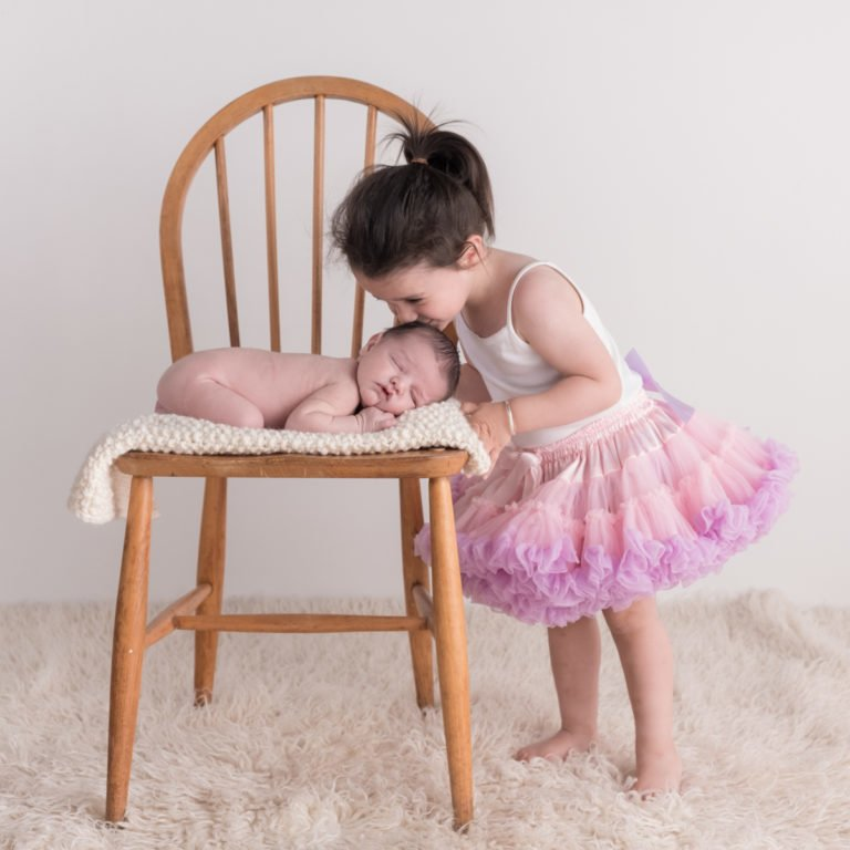 Sibling photos with newborn baby How-To Guide 31