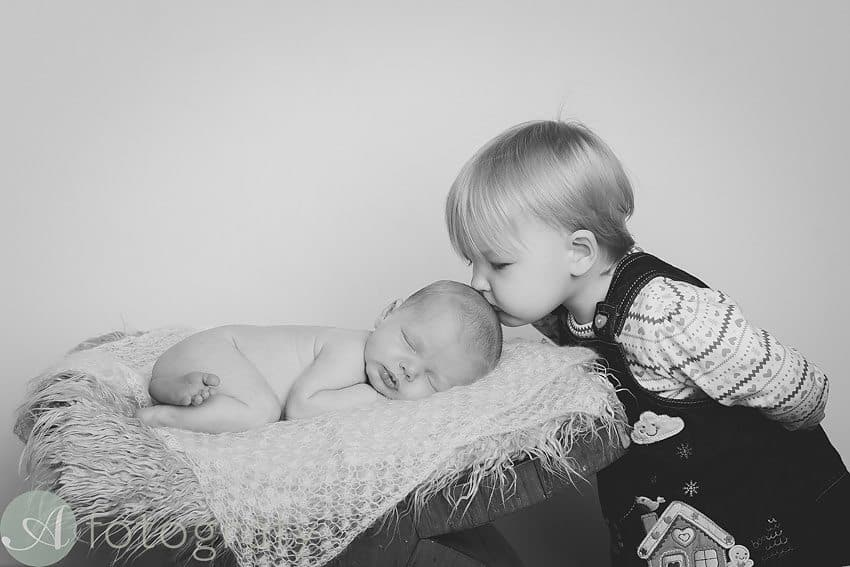 Sibling photos with newborn baby How-To Guide 16