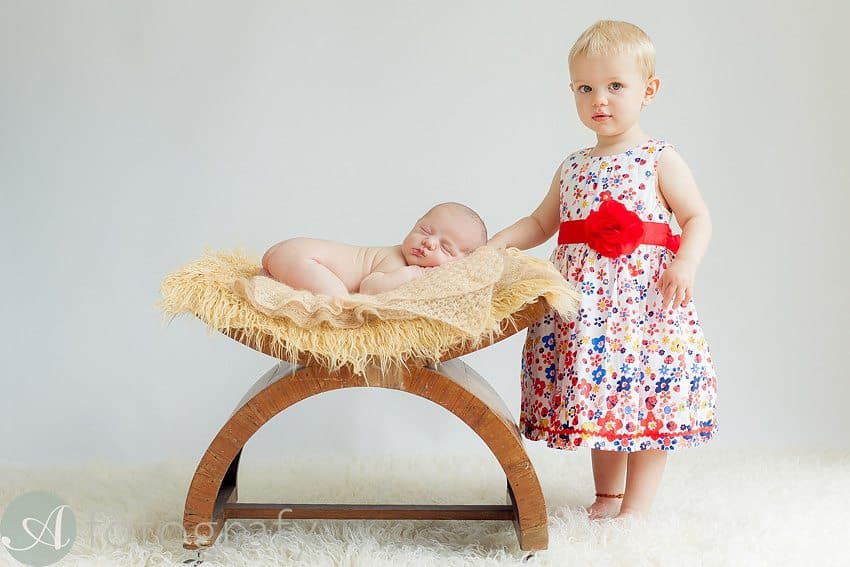 Sibling photos with newborn baby How-To Guide 14