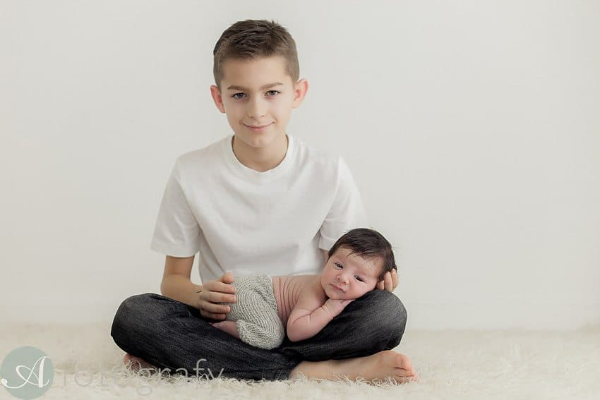 newborn and sibling photos-010