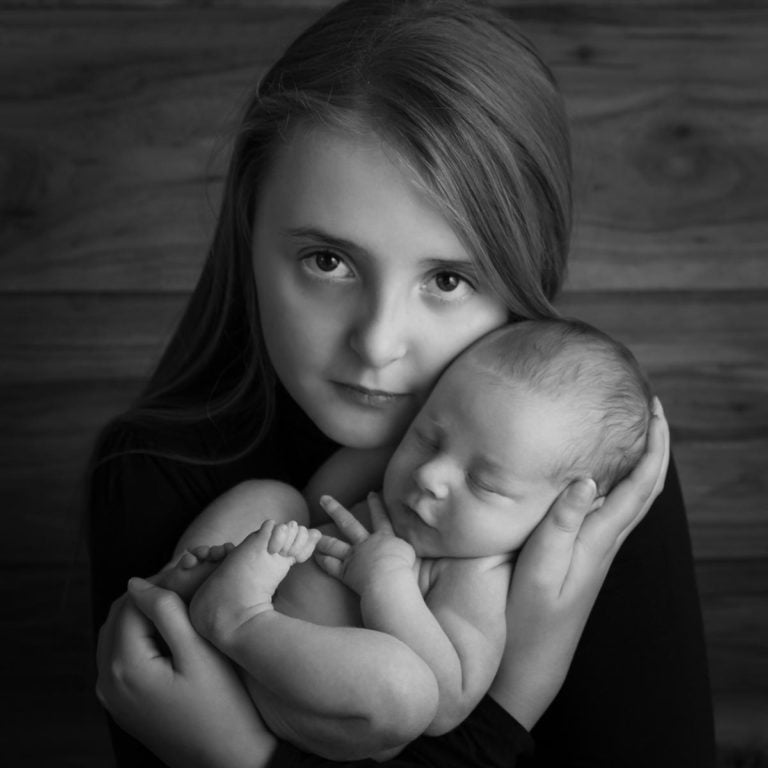Sibling photos with newborn baby How-To Guide 39