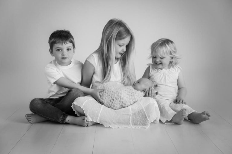 Sibling photos with newborn baby How-To Guide 42