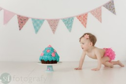 Cake smash photography with cute Charlotte 2