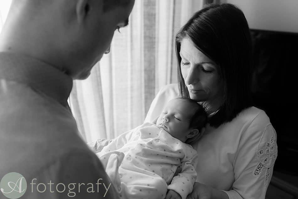 newborn baby photos at home 16
