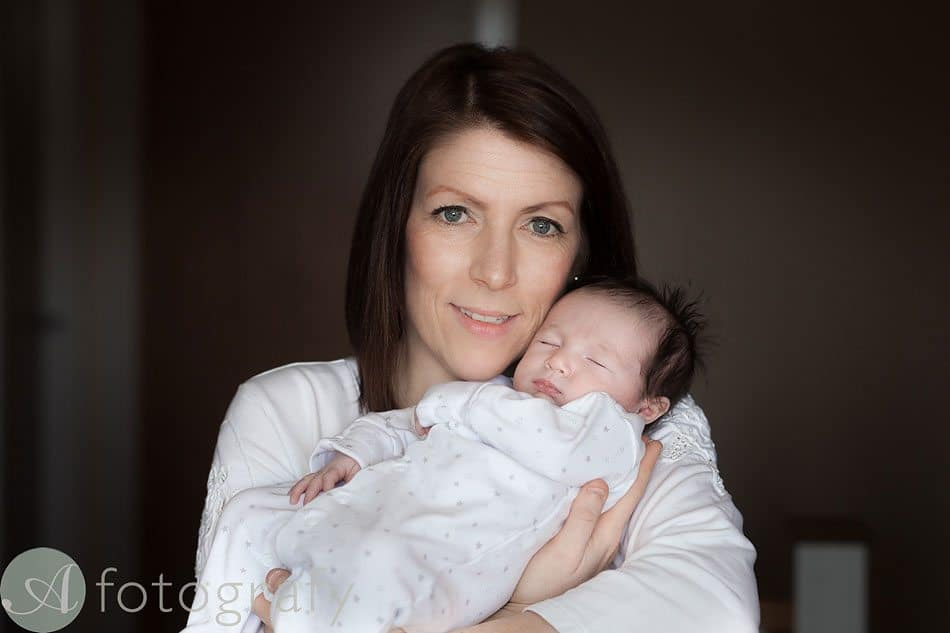 newborn baby photos at home 17