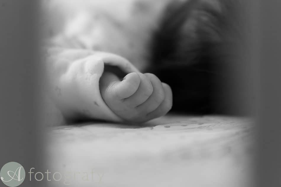 newborn baby photos at home 21