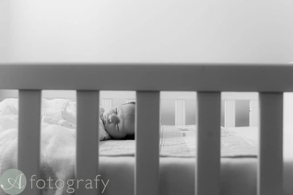 newborn baby photos at home 23