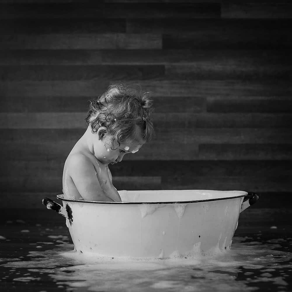 splash-bath-birthday-photo-session