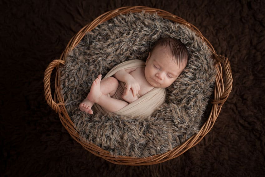 Newborn Mini Sessions Explained 5