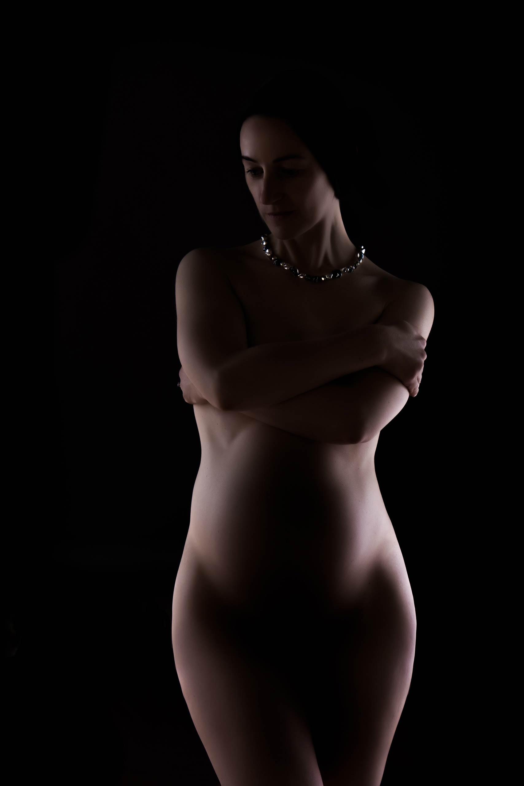 artistic maternity photos of women in Edinburgh