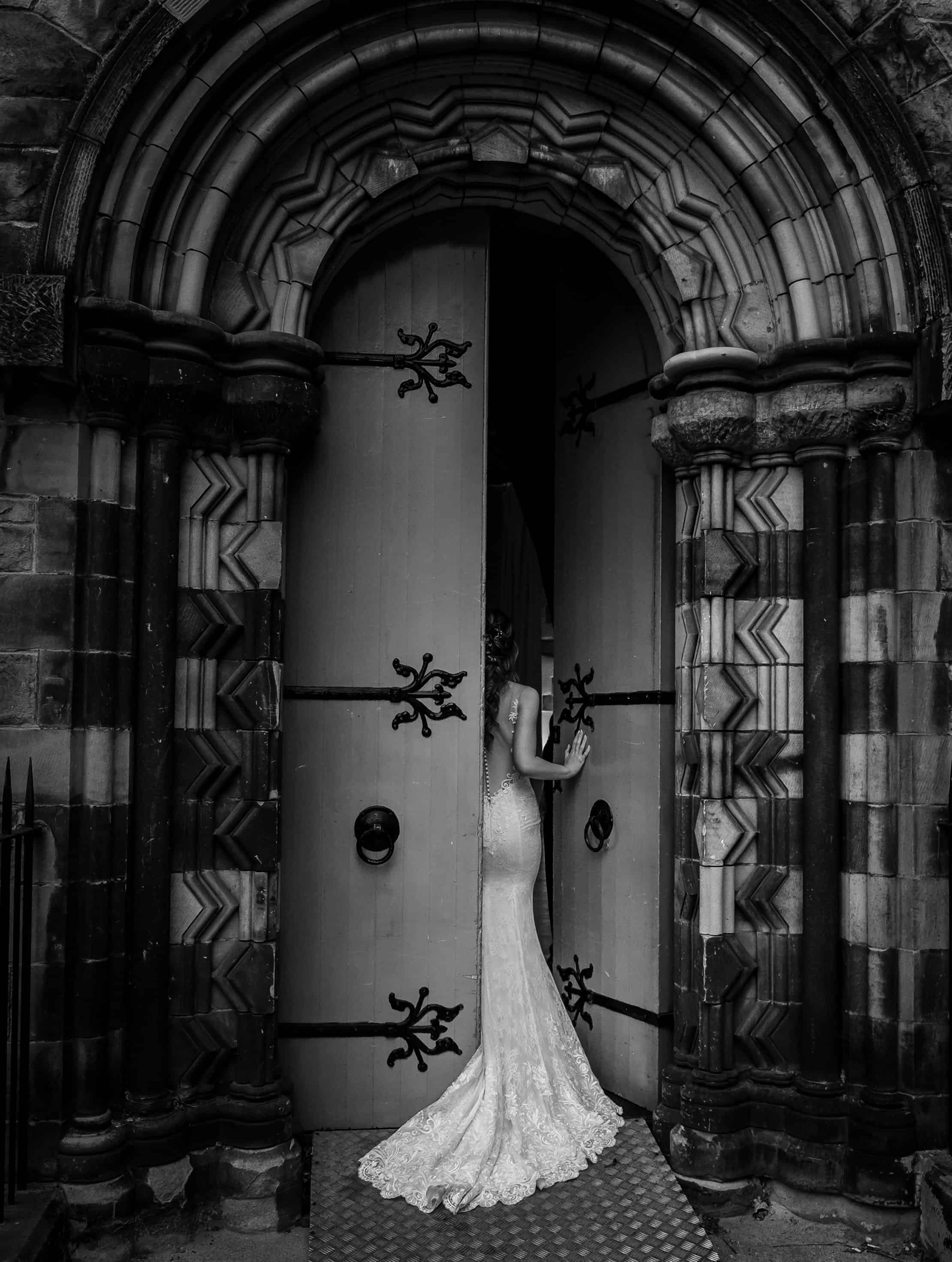 mansfield traquair wedding photo with bride and entrance