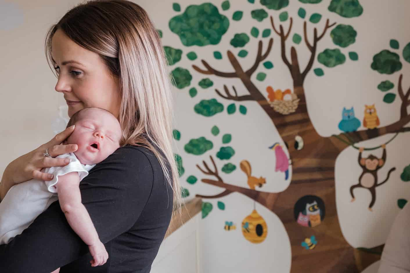 newborn photos with mum and baby