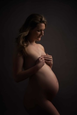 Nude maternity photo at Edinburgh studio