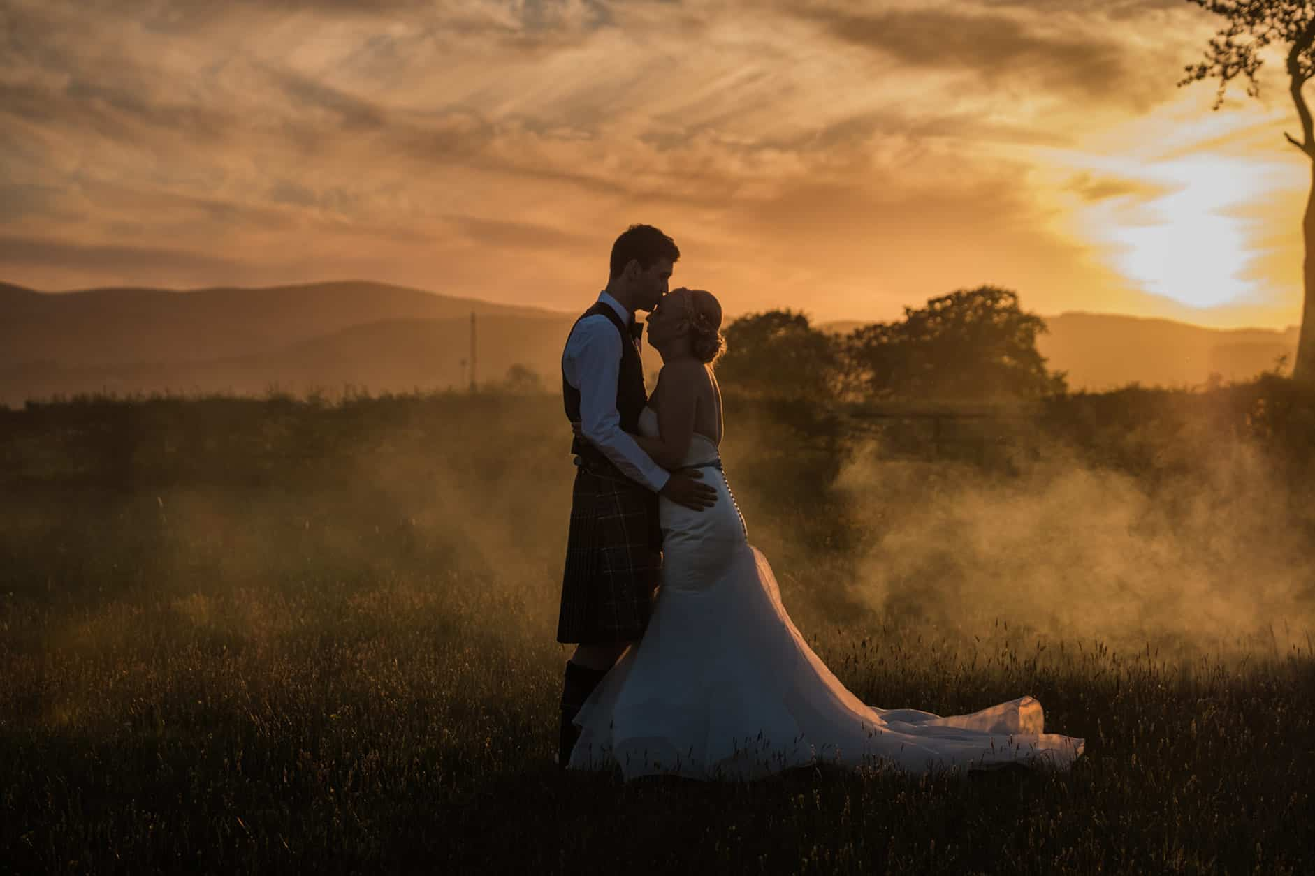 wedding photography ideas with smoke grenades