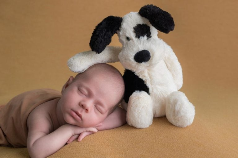 When is the best time for newborn photos 9