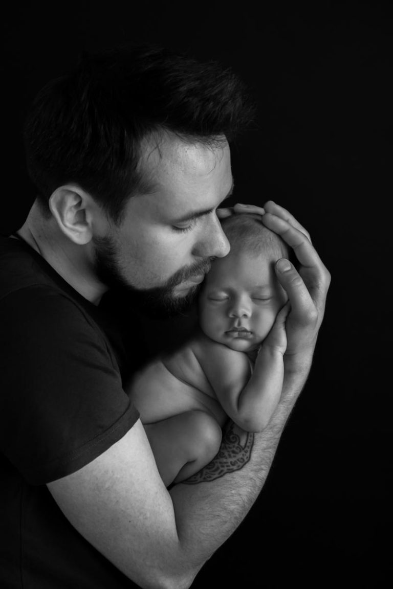 When is the best time for newborn photos 17