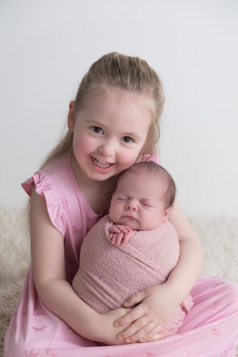 Sibling photos with newborn baby How-To Guide 48