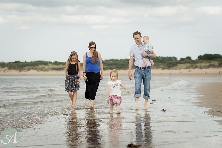 Family portraits on the beach Guide 32