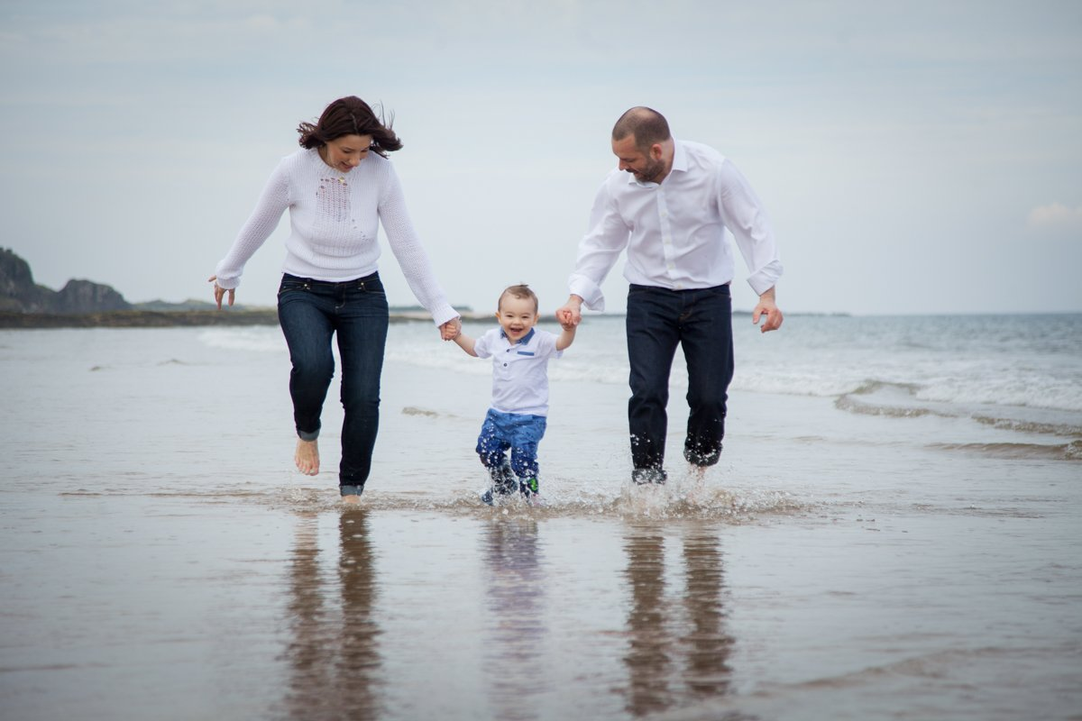 Family portraits on the beach Guide 18