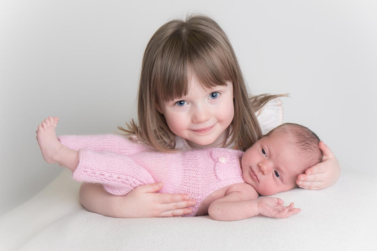 Sibling photos with newborn baby How-To Guide 3