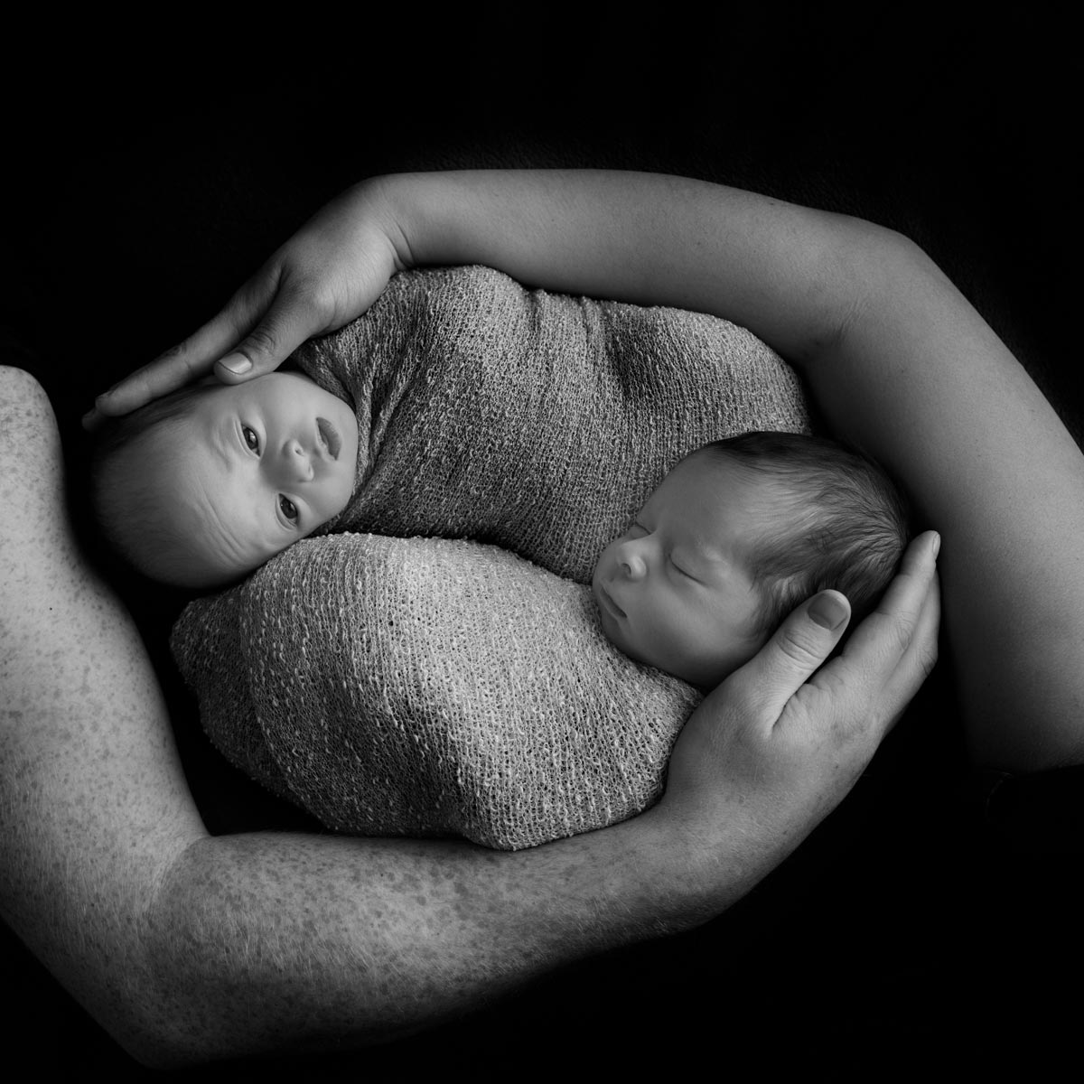 Newborn Twins Photography poses, tips and ideas 1