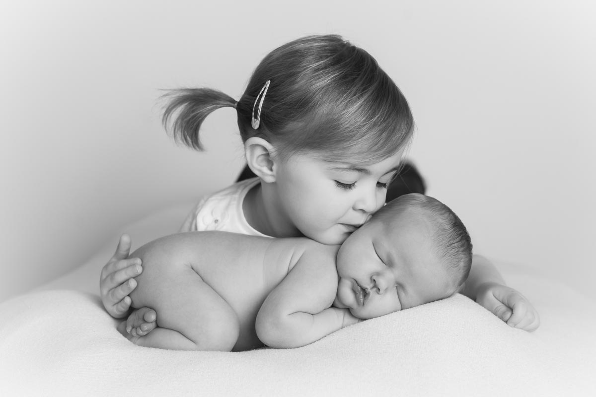 Sibling photos with newborn baby How-To Guide 21